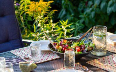 Skab hygge ude i haven med udendørs møbler